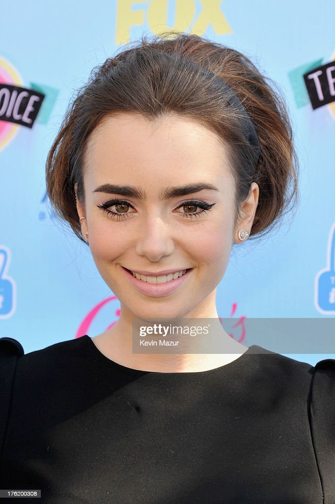 Actress <a gi-track='captionPersonalityLinkClicked' href=/galleries/search?phrase=Lily+Collins&family=editorial&specificpeople=3520243 ng-click='$event.stopPropagation()'>Lily Collins</a> attends the 2013 Teen Choice Awards at Gibson Amphitheatre on August 11, 2013 in Universal City, California.