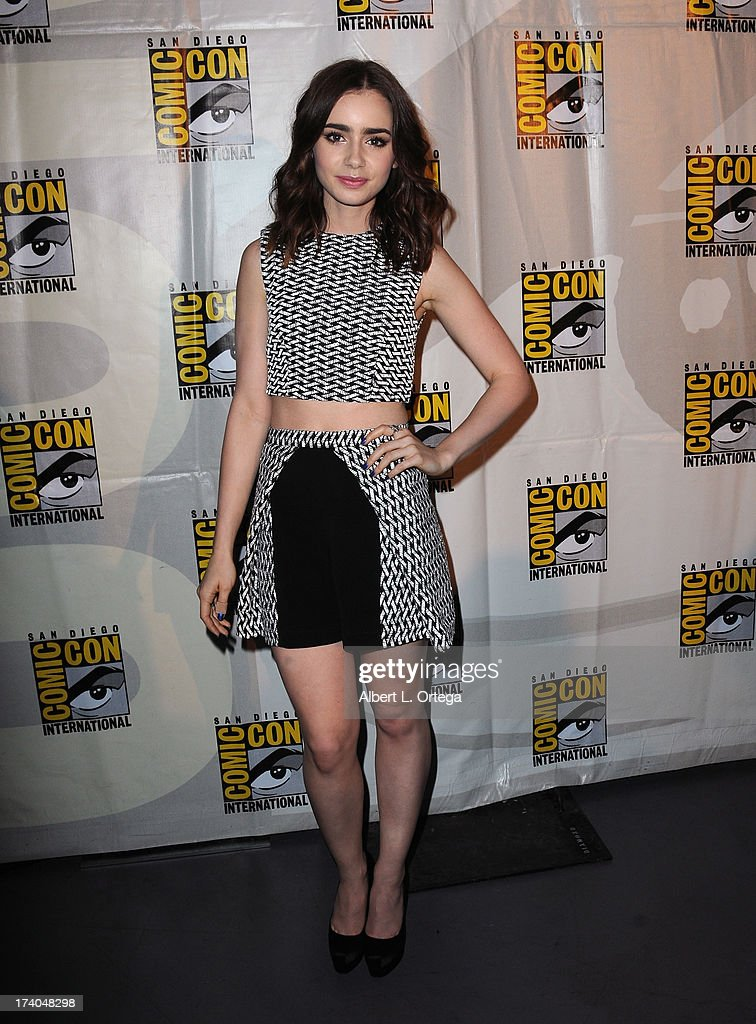 Actress <a gi-track='captionPersonalityLinkClicked' href=/galleries/search?phrase=Lily+Collins&family=editorial&specificpeople=3520243 ng-click='$event.stopPropagation()'>Lily Collins</a> attends the Sony and Screen Gems panel during Comic-Con International 2013 at San Diego Convention Center on July 19, 2013 in San Diego, California.