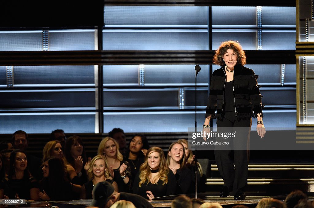 actress-lily-tomlin-speaks-onstage-at-the-50th-annual-cma-awards-at-picture-id620686712