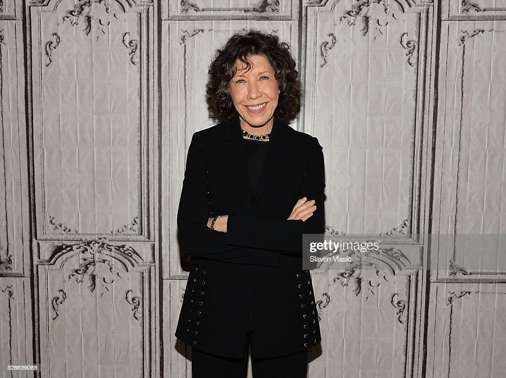 Actress <a gi-track='captionPersonalityLinkClicked' href=/galleries/search?phrase=Lily+Tomlin&family=editorial&specificpeople=208236 ng-click='$event.stopPropagation()'>Lily Tomlin</a> visits AOL Build to discuss season two of 'Grace and Frankie' at AOL Studios In New York on May 6, 2016 in New York City.