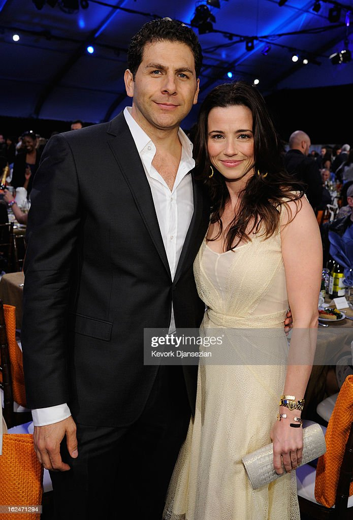 Actress <a gi-track='captionPersonalityLinkClicked' href=/galleries/search?phrase=Linda+Cardellini&family=editorial&specificpeople=215483 ng-click='$event.stopPropagation()'>Linda Cardellini</a> (R) and guest attend the 2013 Film Independent Spirit Awards at Santa Monica Beach on February 23, 2013 in Santa Monica, California.