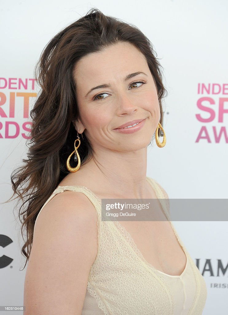 Actress Linda Cardellini arrives at the 2013 Film Independent Spirit Awards at Santa Monica Beach on February 23, 2013 in Santa Monica, California.