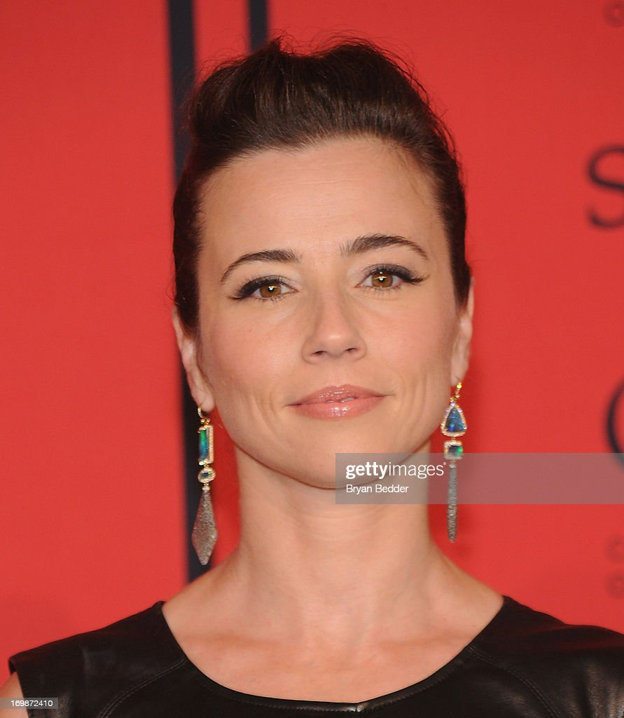 Actress <a gi-track='captionPersonalityLinkClicked' href=/galleries/search?phrase=Linda+Cardellini&family=editorial&specificpeople=215483 ng-click='$event.stopPropagation()'>Linda Cardellini</a> attends 2013 CFDA FASHION AWARDS Underwritten By Swarovski - Red Carpet Arrivals at Lincoln Center on June 3, 2013 in New York City.