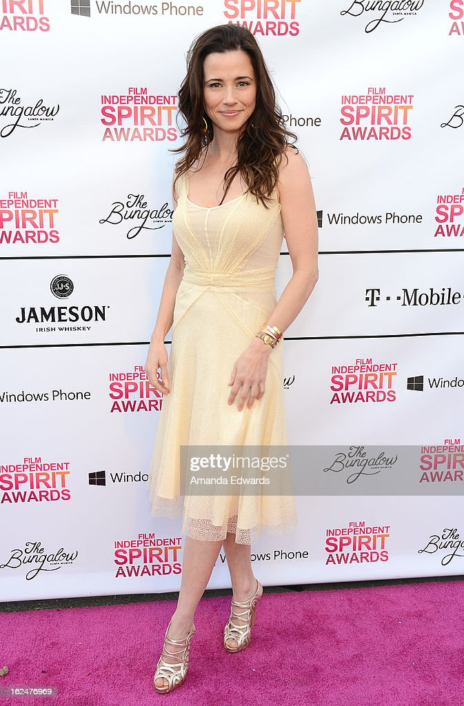 Actress Linda Cardellini attends the 2013 Film Independent Spirit Awards after party at The Bungalow at The Fairmont Hotel on February 23, 2013 in Santa Monica, California.