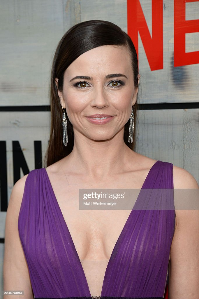 Actress <a gi-track='captionPersonalityLinkClicked' href=/galleries/search?phrase=Linda+Cardellini&family=editorial&specificpeople=215483 ng-click='$event.stopPropagation()'>Linda Cardellini</a> attends the Premiere of Netflix's 'Bloodline' at Westwood Village Theatre on May 24, 2016 in Westwood, California.