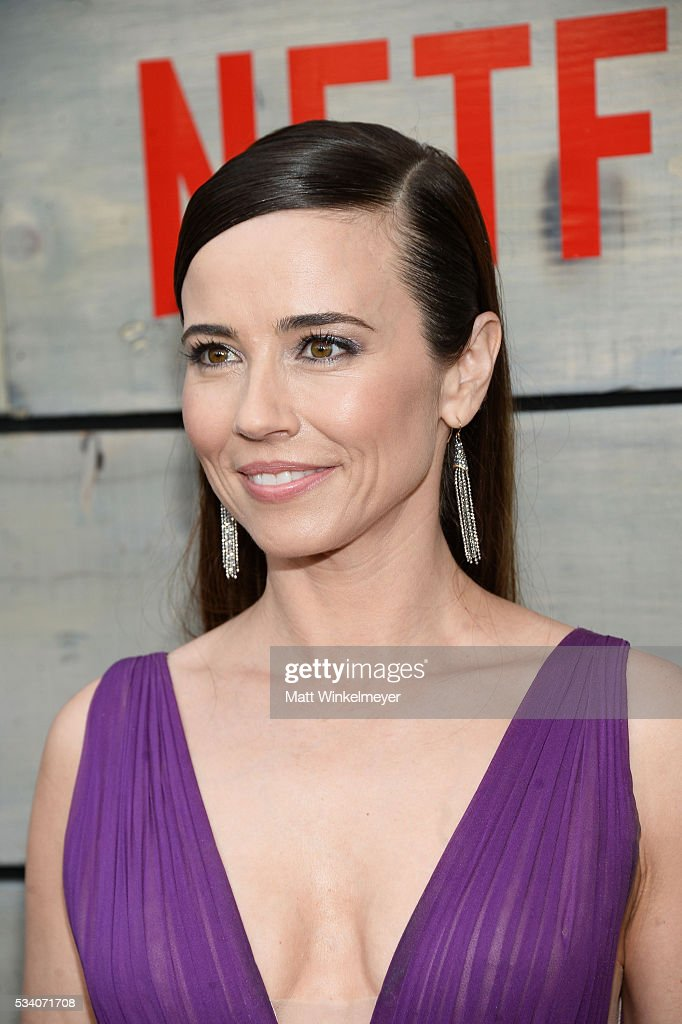 Actress Linda Cardellini attends the Premiere of Netflix's 'Bloodline' at Westwood Village Theatre on May 24, 2016 in Westwood, California.