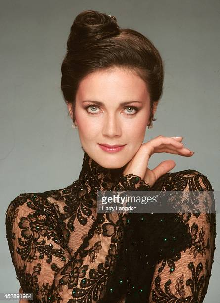 Actress Linda Carter poses for a portrait in 1985 in Los Angeles California