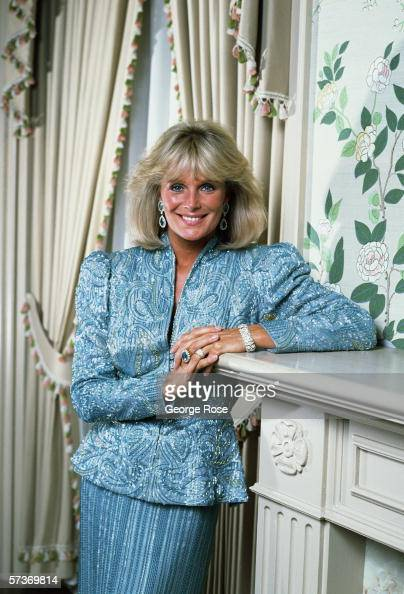 Actress Linda Evans star of the hit TV series 'Dynasty' poses on the sound stage 'living room' during a 1987 photo session in Hollywood California
