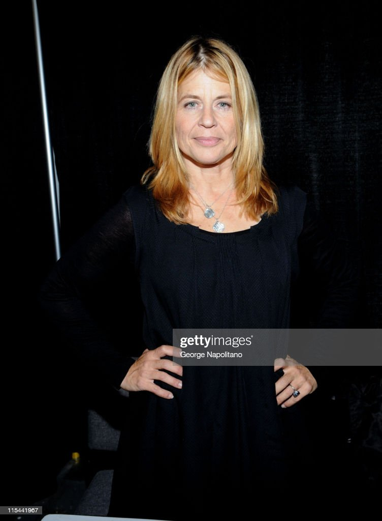 Actress <a gi-track='captionPersonalityLinkClicked' href=/galleries/search?phrase=Linda+Hamilton&family=editorial&specificpeople=240480 ng-click='$event.stopPropagation()'>Linda Hamilton</a> attends Big Apple Comic Con at Pier 94 on October 16, 2009 in New York City.