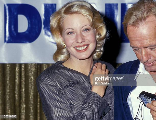 Actress Linda Kozlowski and actor Paul Hogan attend the press conference for Crocodile Dundee II on October 15 1987 at the Pierre Hotel in New York...