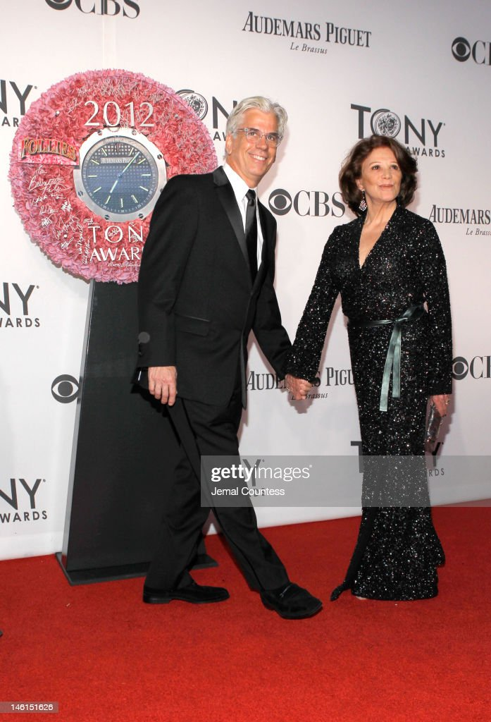 Actress <a gi-track='captionPersonalityLinkClicked' href=/galleries/search?phrase=Linda+Lavin&family=editorial&specificpeople=645189 ng-click='$event.stopPropagation()'>Linda Lavin</a> attends the 66th Annual Tony Awards at The Beacon Theatre on June 10, 2012 in New York City.
