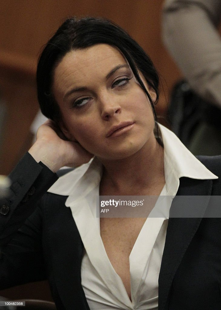US actress Lindsay Lohan appears at a hearing to respond to allegations she has not completed a set number of alcohol education classes, at the Beverly Hills Courthouse on May 24, 2010. Lohan who failed to appear for a court hearing in Los Angeles last week, prompted a judge to issue an arrest warrant that was later withdrawn when lawyers for the troubled actress posted bail. Lohan, 23, had been ordered to appear before Judge Marsha Revel to respond to allegations she has not completed a set number of alcohol education classes required under the terms of her probation. AFP PHOTO/POOL/Jae C. Hong