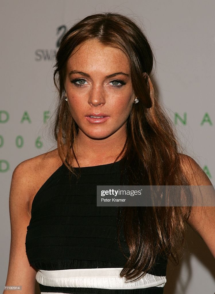 Actress <a gi-track='captionPersonalityLinkClicked' href=/galleries/search?phrase=Lindsay+Lohan&family=editorial&specificpeople=171623 ng-click='$event.stopPropagation()'>Lindsay Lohan</a> attends the 2006 CFDA Awards at the New York Public Library on June 5, 2006 in New York City.