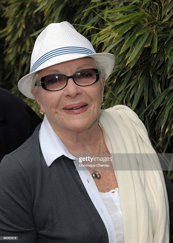 Actress Line Renaud attends The French Open 2009 at Roland Garros Stadium on June 7, 2009 in Paris, France.