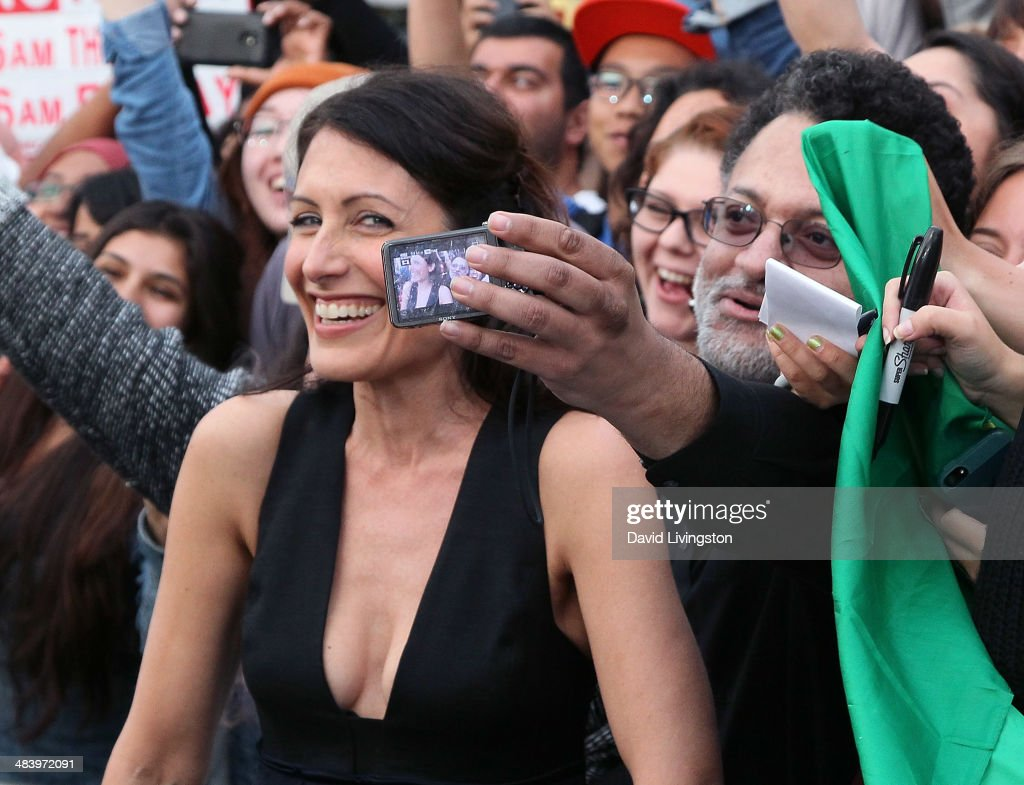 Actress <a gi-track='captionPersonalityLinkClicked' href=/galleries/search?phrase=Lisa+Edelstein&family=editorial&specificpeople=216555 ng-click='$event.stopPropagation()'>Lisa Edelstein</a> attends the premiere of Warner Bros. Pictures and Alcon Entertainment's 'Transcendence' at the Regency Village Theatre on April 10, 2014 in Westwood, California.