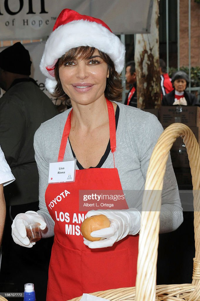 Actress Lisa Rinna participates in the Los Angeles Mission Christmas Eve lunch For The Homeless held at the Los Angeles Mission on December 24, 2012 in Los Angeles, California.
