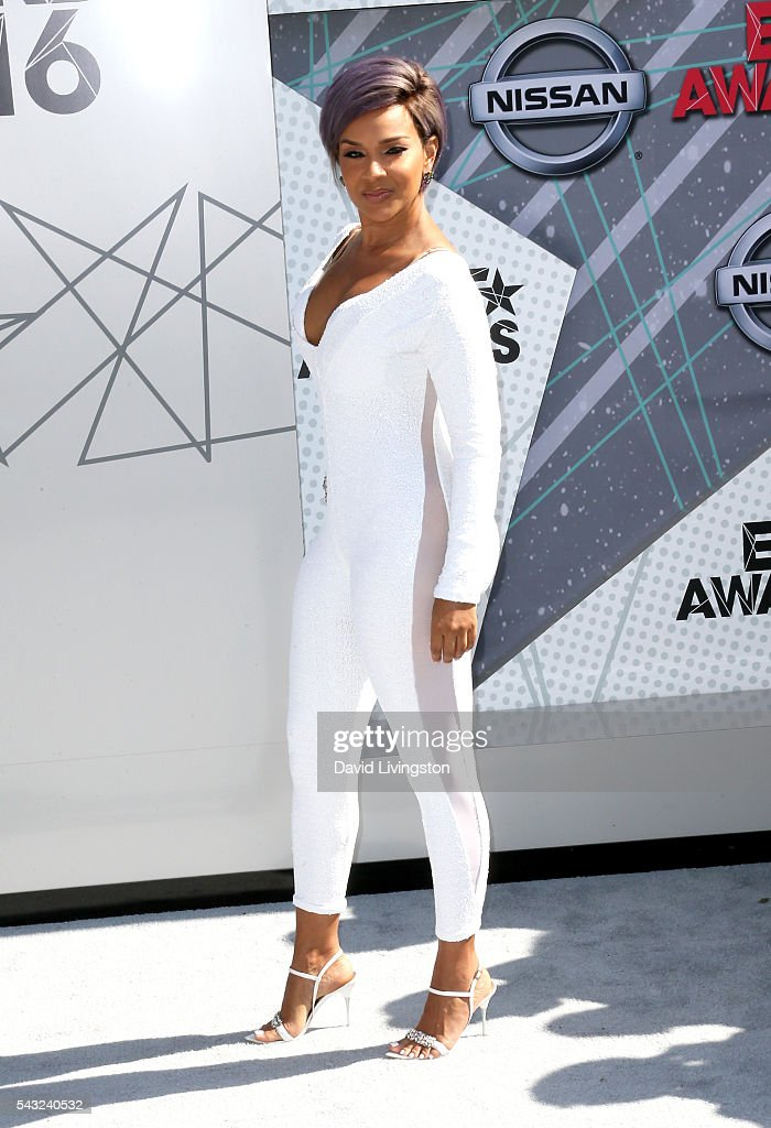 Actress <a gi-track='captionPersonalityLinkClicked' href=/galleries/search?phrase=LisaRaye+McCoy&family=editorial&specificpeople=198881 ng-click='$event.stopPropagation()'>LisaRaye McCoy</a> attends the 2016 BET Awards at Microsoft Theater on June 26, 2016 in Los Angeles, California.