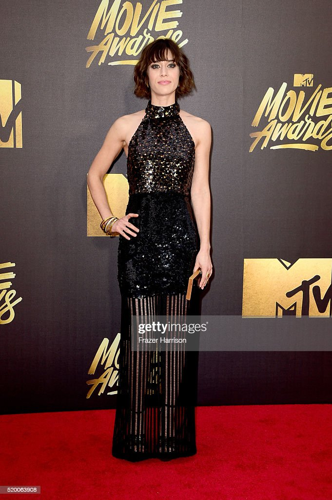 actress-lizzy-caplan-attends-the-2016-mtv-movie-awards-at-warner-bros-picture-id520063908