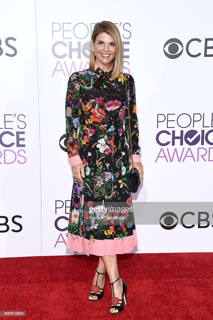 actress-lori-loughlin-attends-the-peoples-choice-awards-2017-at-on-picture-id632012924