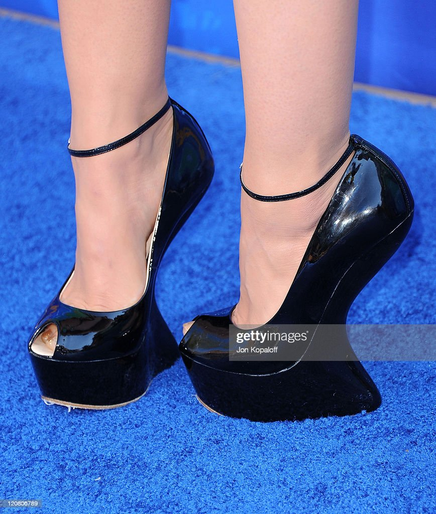 Actress Lucy Hale arrives at the 2011 Teen Choice Awards held at Gibson Amphitheatre on August 7, 2011 in Universal City, California.
