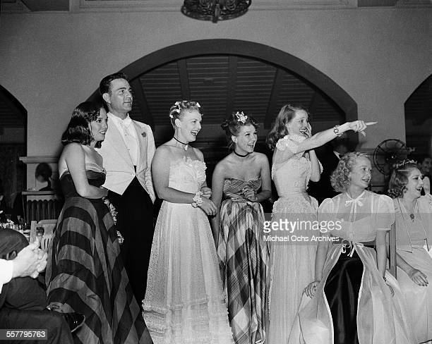 Actress Lupe Velez actor Henry Wilcoxon actress Jean Parker actress Bette Davis Miriam Hopkins and Mary Pickford attend a party in Los Angeles...