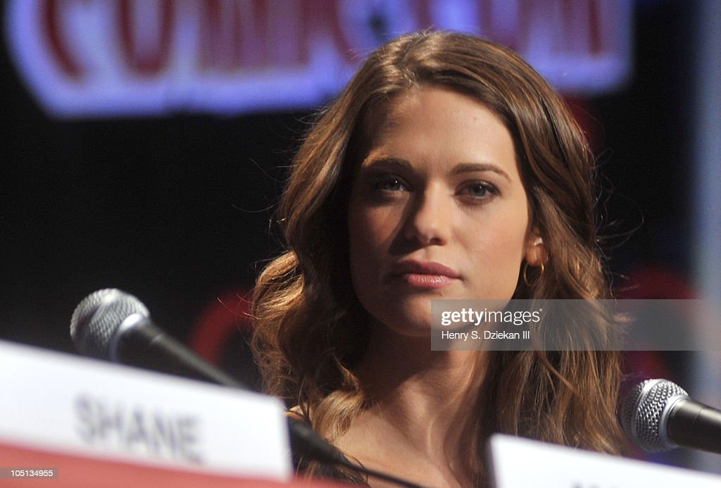 Actress <a gi-track='captionPersonalityLinkClicked' href=/galleries/search?phrase=Lyndsy+Fonseca&family=editorial&specificpeople=589307 ng-click='$event.stopPropagation()'>Lyndsy Fonseca</a> attends the 2010 New York Comic Con at the Jacob Javitz Center on October 10, 2010 in New York City.