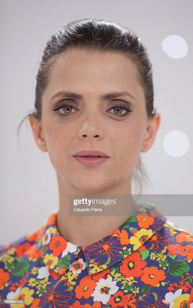 Actress <a gi-track='captionPersonalityLinkClicked' href=/galleries/search?phrase=Macarena+Gomez&family=editorial&specificpeople=2532473 ng-click='$event.stopPropagation()'>Macarena Gomez</a> attends 'El hombre de tu vida' press conference at RTVE studios on May 24, 2016 in Madrid, Spain.