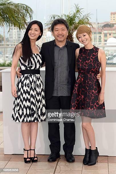Actress Machiko Ono director Hirokazu Koreeda and actress Yoko Maki attend the photocall for 'Soshite Chichi Ni Naru' ' at the Palais des Festivals...
