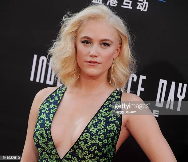 Actress Maika Monroe arrives at the premiere of 20th Century Fox's 'Independence Day Resurgence' at TCL Chinese Theatre on June 20 2016 in Hollywood...