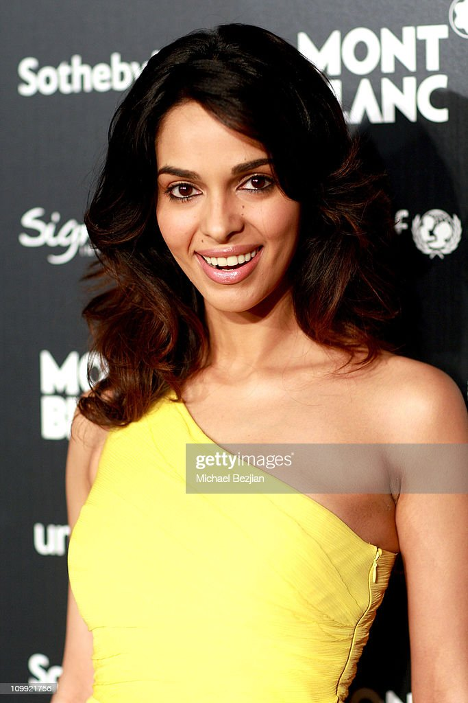 Actress <a gi-track='captionPersonalityLinkClicked' href=/galleries/search?phrase=Mallika+Sherawat&family=editorial&specificpeople=233692 ng-click='$event.stopPropagation()'>Mallika Sherawat</a> arrives at the Charity Auction Gala to benefit UNICEF hosted by Montblanc at the Beverly Wilshire Four Seasons Hotel on September 17, 2009 in Beverly Hills, California.