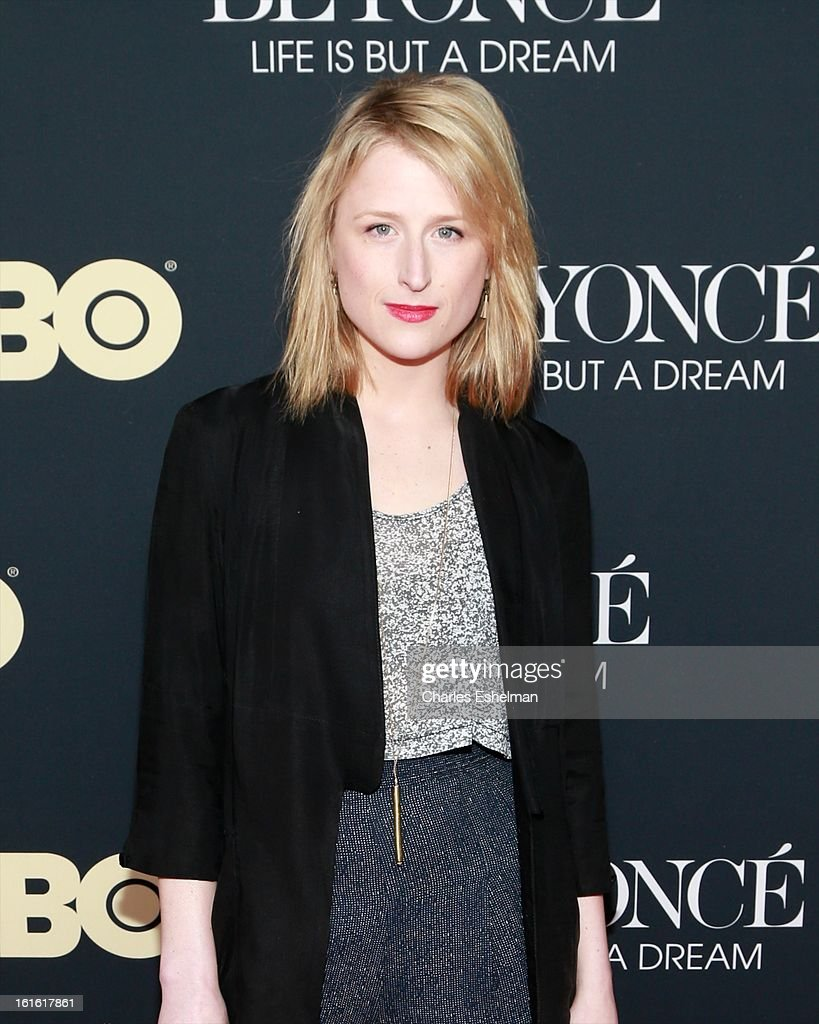 Actress Mamie Gummer attends 'Beyonce: Life Is But A Dream' New York Premiere at Ziegfeld Theater on February 12, 2013 in New York City.