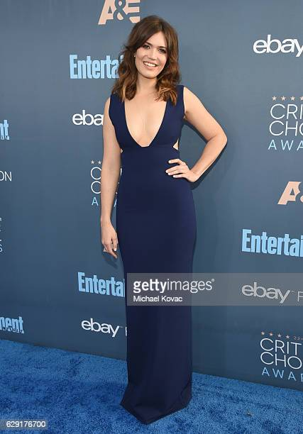 Actress Mandy Moore attends The 22nd Annual Critics' Choice Awards at Barker Hangar on December 11 2016 in Santa Monica California