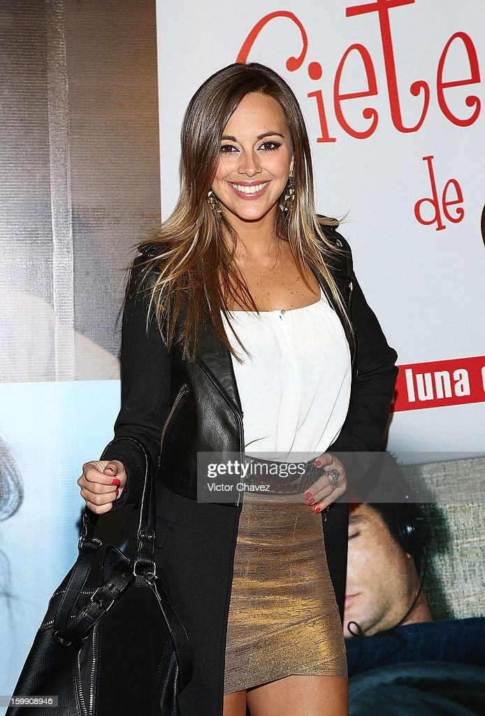 Actress María Elisa Camargo attends the '7 Años de Matrimonio' Mexico City premiere red carpet at Plaza Carso on January 22, 2013 in Mexico City, Mexico.