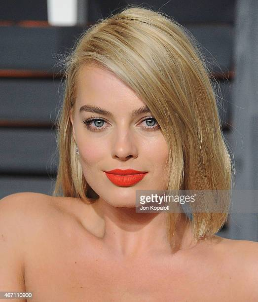 Actress Margot Robbie arrives at the 2015 Vanity Fair Oscar Party Hosted By Graydon Carter at Wallis Annenberg Center for the Performing Arts on...