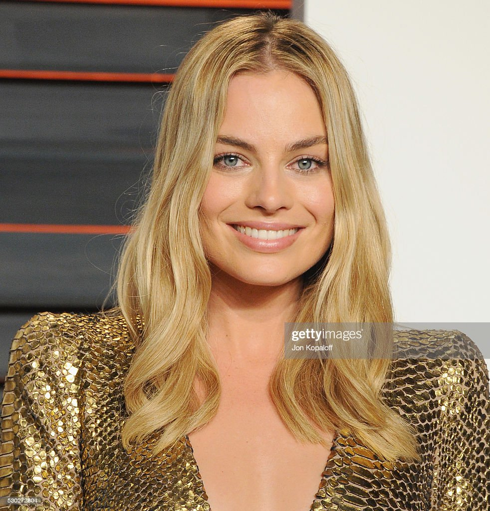 Actress Margot Robbie arrives at the 2016 Vanity Fair Oscar Party Hosted By Graydon Carter at Wallis Annenberg Center for the Performing Arts on February 28, 2016 in Beverly Hills, California.