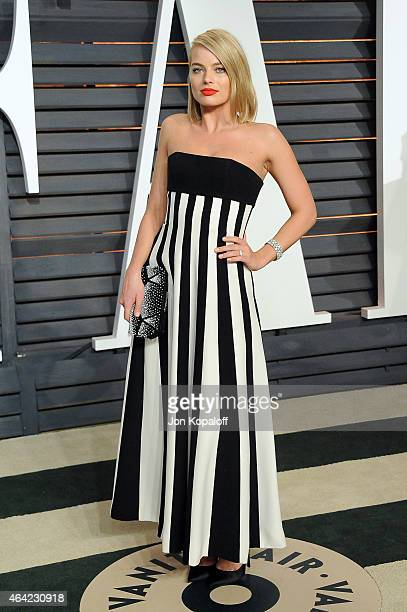 Actress Margot Robbie attends the 2015 Vanity Fair Oscar Party hosted by Graydon Carter at Wallis Annenberg Center for the Performing Arts on...