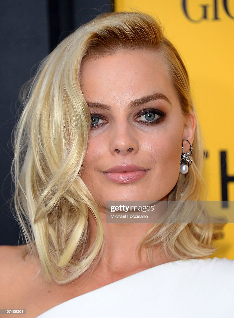 Actress Margot Robbie attends the 'The Wolf Of Wall Street' premiere at the Ziegfeld Theatre on December 17, 2013 in New York City.