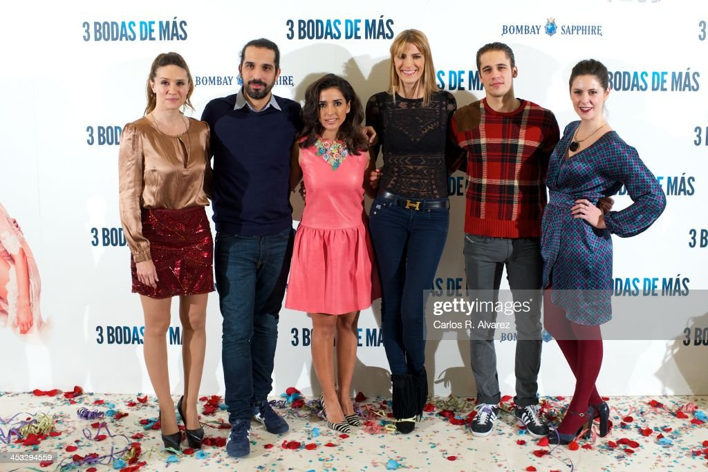 Actress <a gi-track='captionPersonalityLinkClicked' href=/galleries/search?phrase=Maria+Botto&family=editorial&specificpeople=789516 ng-click='$event.stopPropagation()'>Maria Botto</a>, director Javier Ruiz Caldera, actress Inma Cuesta, model Laura Sanchez, actor <a gi-track='captionPersonalityLinkClicked' href=/galleries/search?phrase=Martin+Rivas&family=editorial&specificpeople=2687913 ng-click='$event.stopPropagation()'>Martin Rivas</a> and actress Barbara Santa Cruz attend '3 Bodas de Mas' photocall at the Hesperia Hotel on December 3, 2013 in Madrid, Spain.