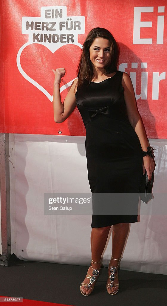Actress Mariella Ahrens arrives at the 'Ein Herz Fuer Kinder' Gala on December 18, 2004 at The Axel Springer building in Berlin, Germany.