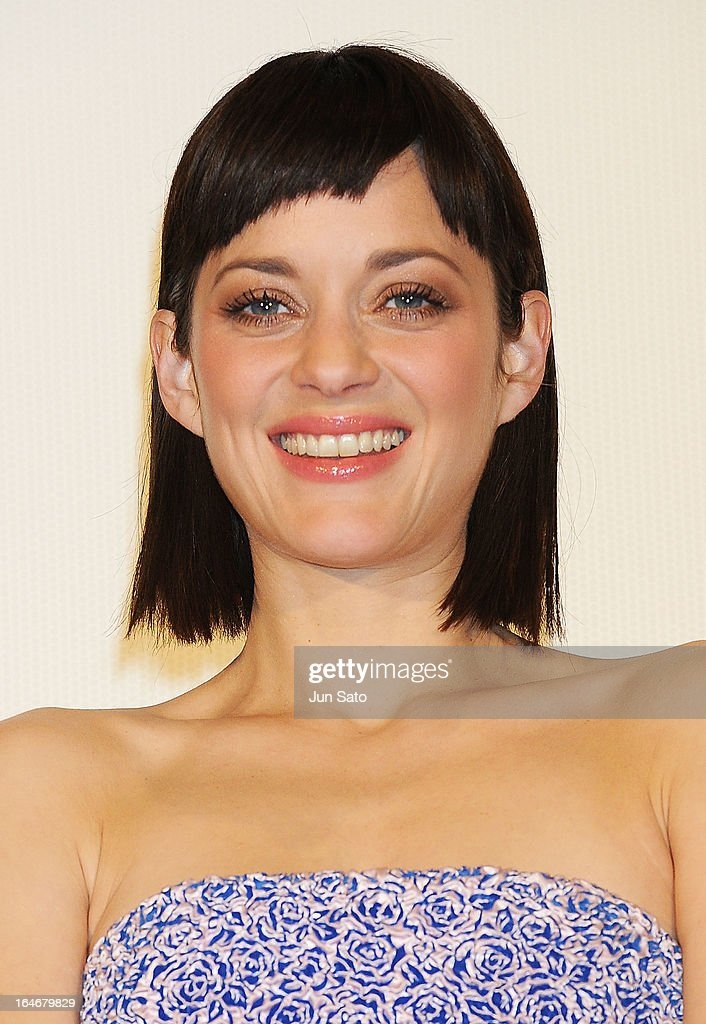 Actress <a gi-track='captionPersonalityLinkClicked' href=/galleries/search?phrase=Marion+Cotillard&family=editorial&specificpeople=215303 ng-click='$event.stopPropagation()'>Marion Cotillard</a> attends the 'Rust And Bone (De rouille et d'os)' Japan Premiere at Marunouchi Piccadilly on March 26, 2013 in Tokyo, Japan.