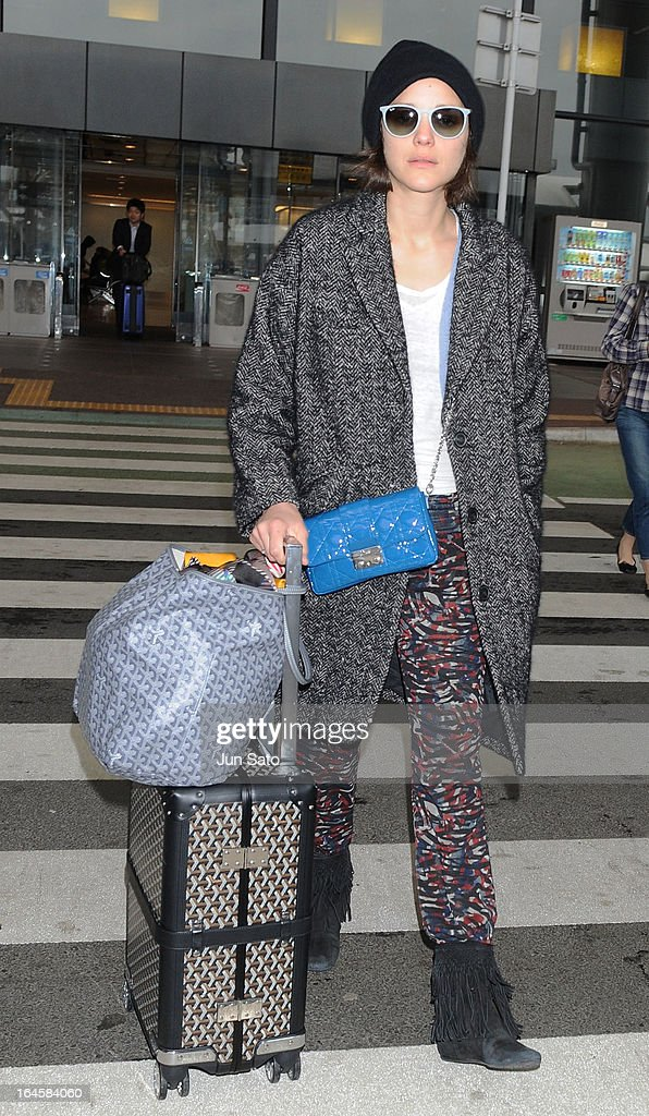 Actress <a gi-track='captionPersonalityLinkClicked' href=/galleries/search?phrase=Marion+Cotillard&family=editorial&specificpeople=215303 ng-click='$event.stopPropagation()'>Marion Cotillard</a> is seen upon arrival at Narita International Airport on March 25, 2013 in Narita, Japan.