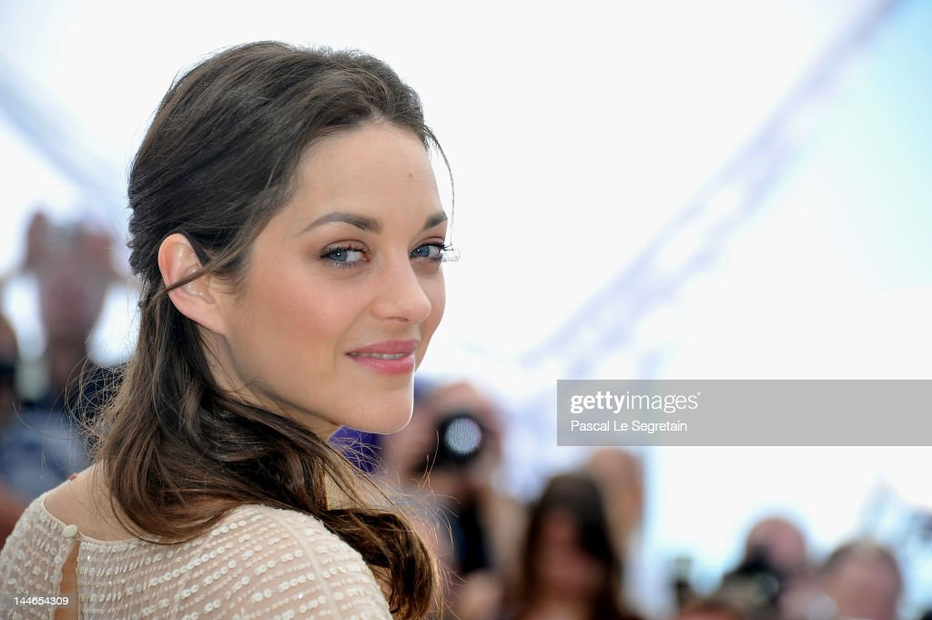 Actress <a gi-track='captionPersonalityLinkClicked' href=/galleries/search?phrase=Marion+Cotillard&family=editorial&specificpeople=215303 ng-click='$event.stopPropagation()'>Marion Cotillard</a> poses at the 'De Rouille et D'os' Photocall during the 65th Annual Cannes Film Festival at Palais des Festivals on May 17, 2012 in Cannes, France.