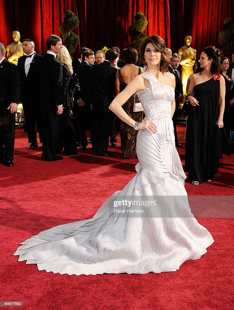 Actress Marisa Tomei arrives at the 81st Annual Academy Awards held at Kodak Theatre on February 22, 2009 in Los Angeles, California.