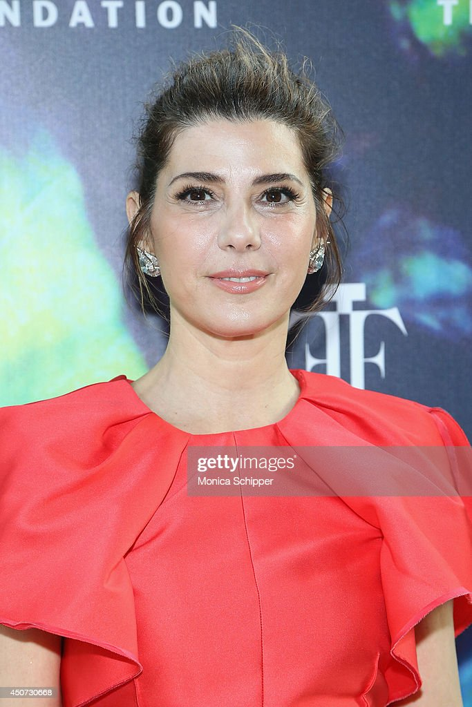 Actress <a gi-track='captionPersonalityLinkClicked' href=/galleries/search?phrase=Marisa+Tomei&family=editorial&specificpeople=201516 ng-click='$event.stopPropagation()'>Marisa Tomei</a> attends the 2014 Fragrance Foundation Awards on June 16, 2014 in New York City.