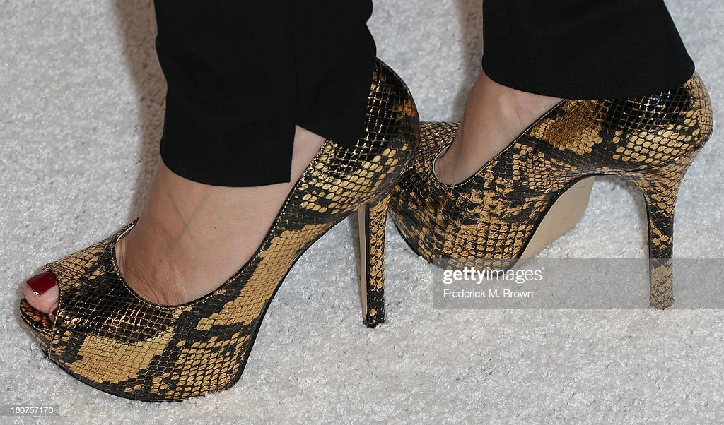 Actress Marlee Matlin (shoe detail) attends The Hollywood Reporter Nominees' Night 2013 Celebrating The 85th Annual Academy Award Nominees at Spago on February 4, 2013 in Beverly Hills, California.