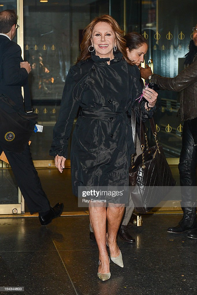 Actress Marlo Thomas leaves the 'Today Show' taping at the NBC Rockefeller Center Studios on October 18, 2012 in New York City.