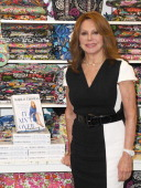 Actress Marlo Thomas makes an appearance to promote her new book 'It Ain't OverTil It's Over' at Vroman's Bookstore on May 4 2014 in Pasadena...