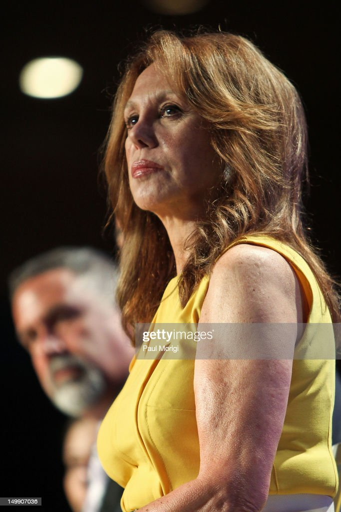 Actress <a gi-track='captionPersonalityLinkClicked' href=/galleries/search?phrase=Marlo+Thomas&family=editorial&specificpeople=209421 ng-click='$event.stopPropagation()'>Marlo Thomas</a> of the Free to Be Foundation attends the 2012 Federal Partners Bullying Prevention summit at the Marriott Wardman Park Hotel on August 6, 2012 in Washington, DC.