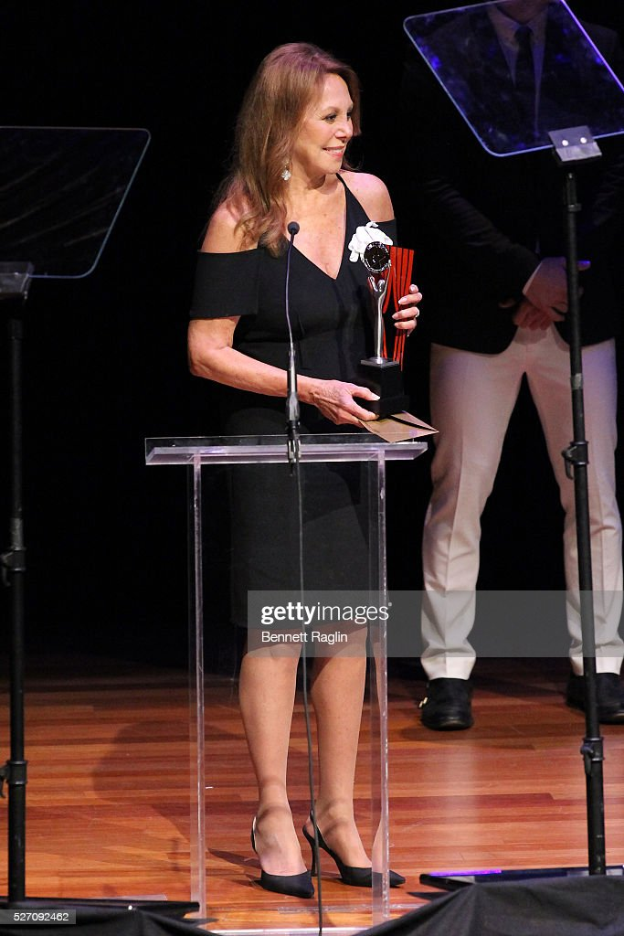 Actress <a gi-track='captionPersonalityLinkClicked' href=/galleries/search?phrase=Marlo+Thomas&family=editorial&specificpeople=209421 ng-click='$event.stopPropagation()'>Marlo Thomas</a> speaks onstage during the 31st Annual Lucille Lortel Awards at NYU Skirball Center on May 1, 2016 in New York City.