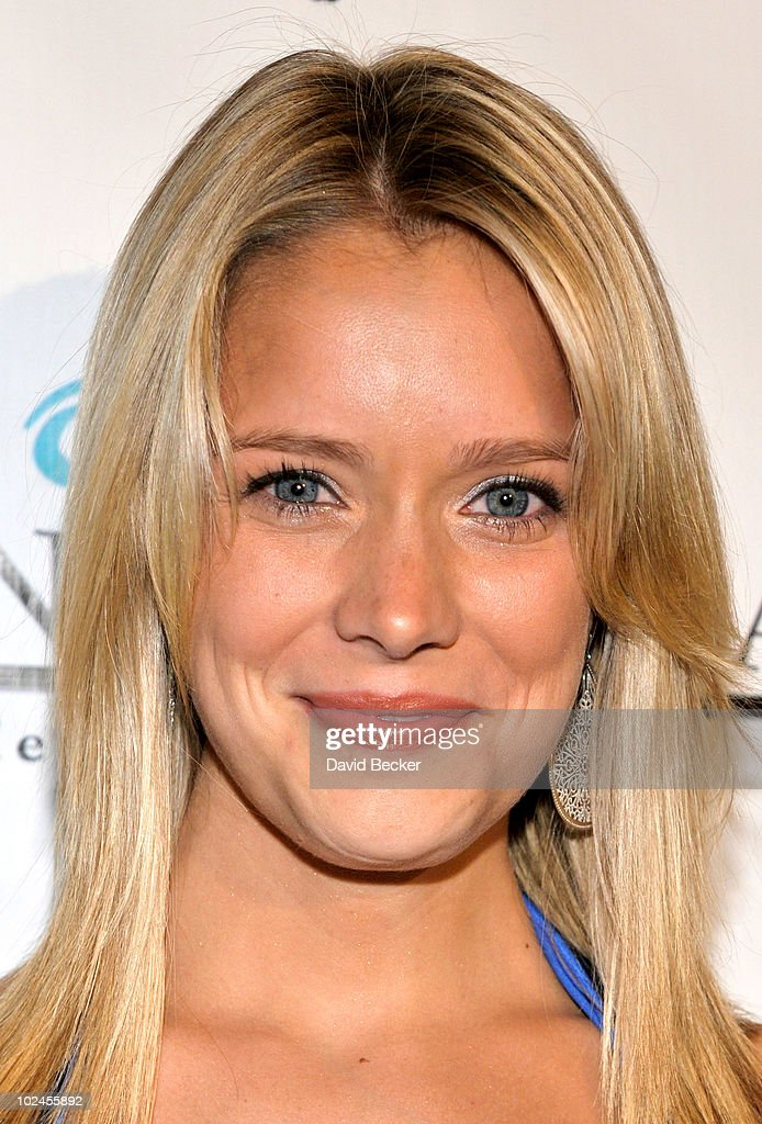 Actress <a gi-track='captionPersonalityLinkClicked' href=/galleries/search?phrase=Marnie+Schulenburg&family=editorial&specificpeople=4334618 ng-click='$event.stopPropagation()'>Marnie Schulenburg</a> arrives at the official pre-party for the 2010 Daytime Entertainment Emmy Awards at Mix at THEhotel at Mandalay Bay on June 26, 2010 in Las Vegas, Nevada.